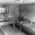 En av cellene i kjelleren i mai 1945. (Foto fra boken Krig og Fred . Vestfold våren 1945.)